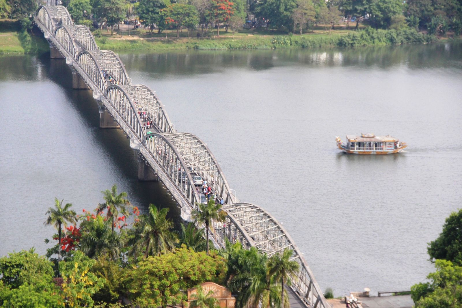 Truong Tien Bridge - 120 years of ups and downs