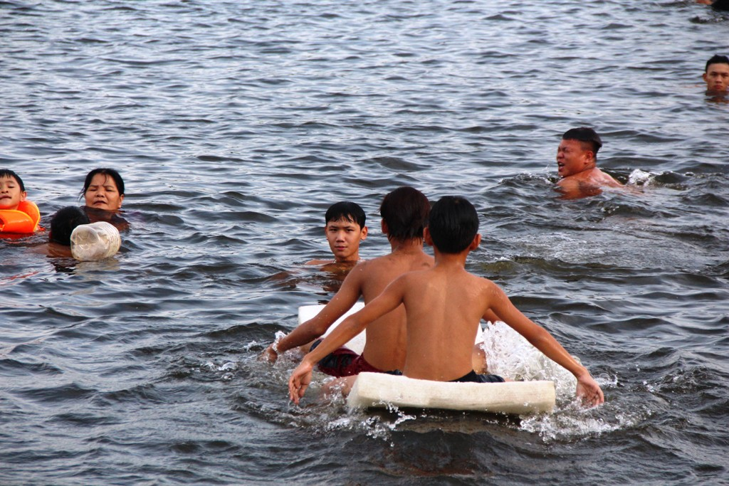 Many items that could float on the water surface are used by little children to swim