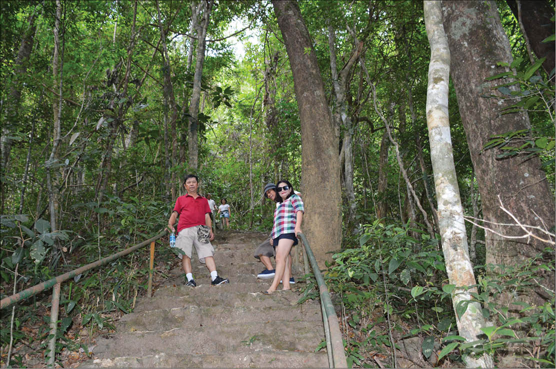 Exploring Do Quyen Waterfall