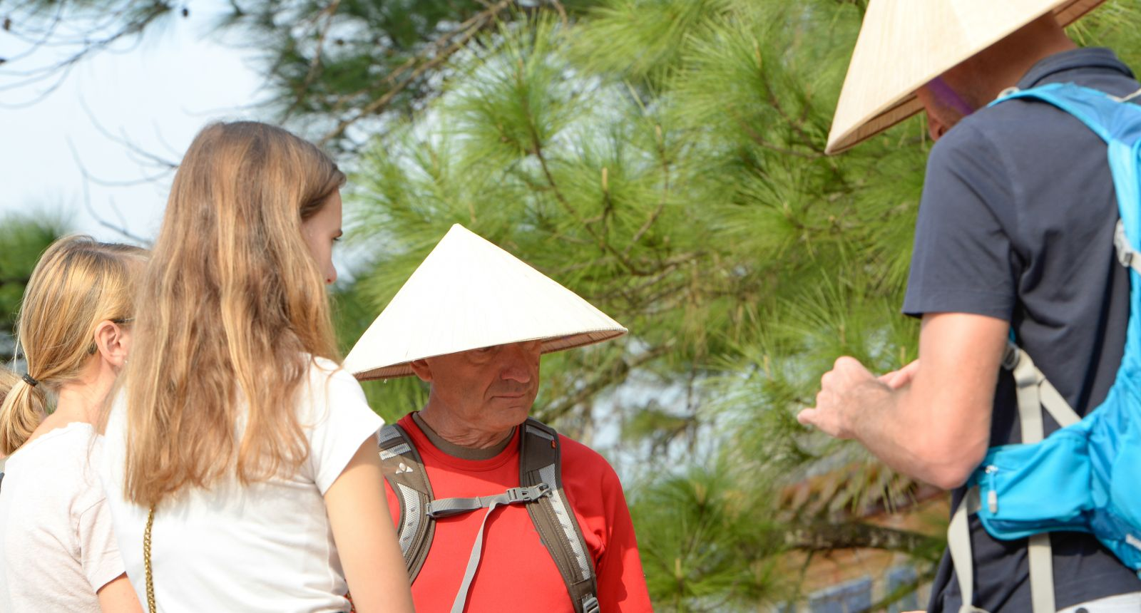 """All of the tourists coming to Hue want to wear the """"non bai tho"""" (conical hat with poem shrouded in its leaves) of Hue"""