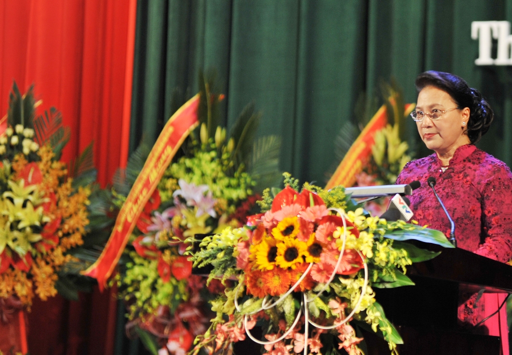 Chairwoman of the National Assembly Nguyen Thi Kim Ngan giving a congratulatory speech at the ceremony