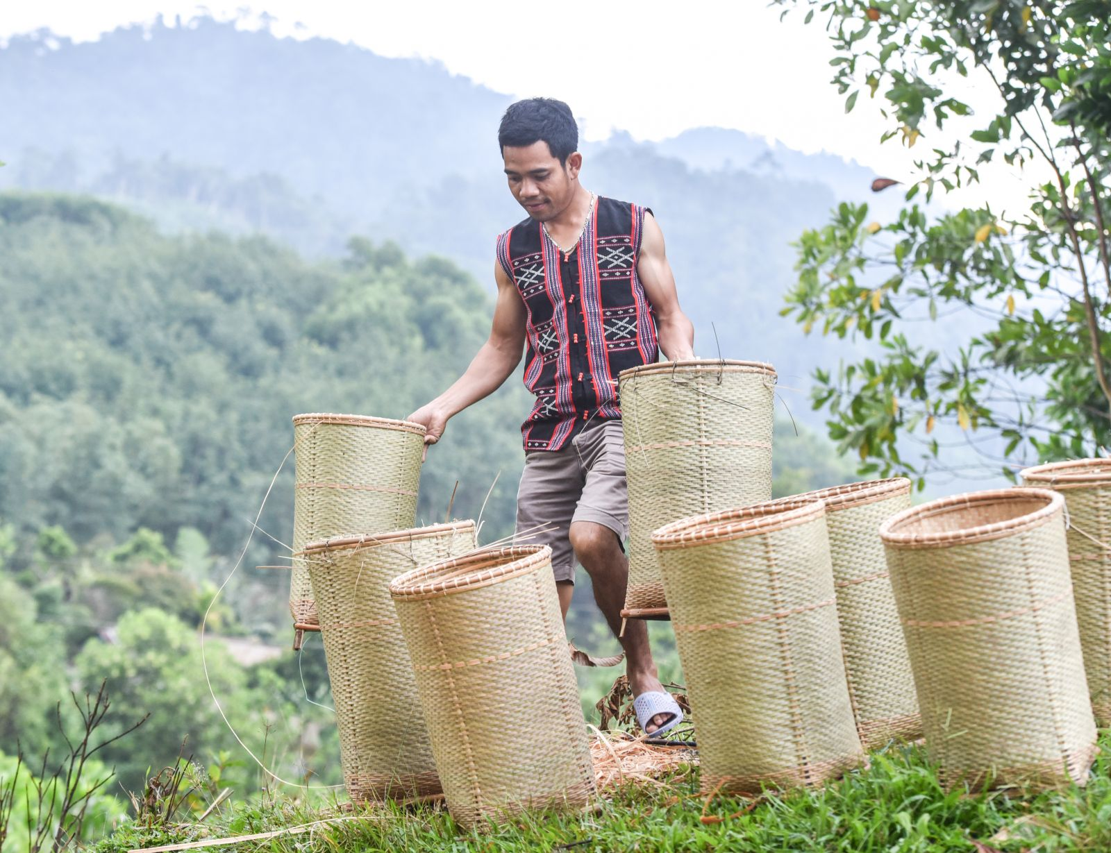 In the cool sunshine, the gùi baskets are dried to ensure durability