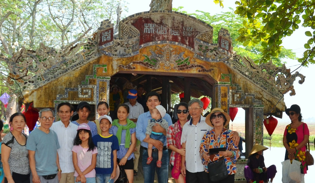 According to the statistics, Thuy Thanh witnesses an average of over 100 tourists coming a day. Most of them just come for a visit and taking pictures. However, it was just a story of the past because recently, the locality and local people have carried out many interesting tourism models to solicit tourists.