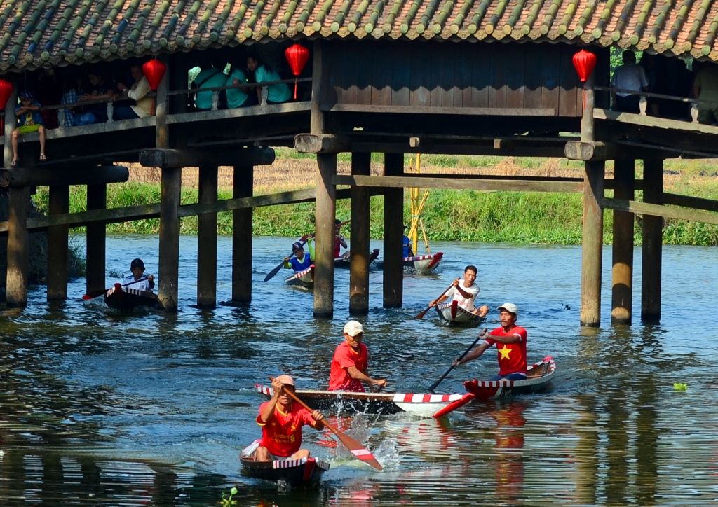 Fishing junk racing is one of the most interesting activities of Thuy Thanh community-based tourism, contributing to creating highlights, laughter and excitement for visitors