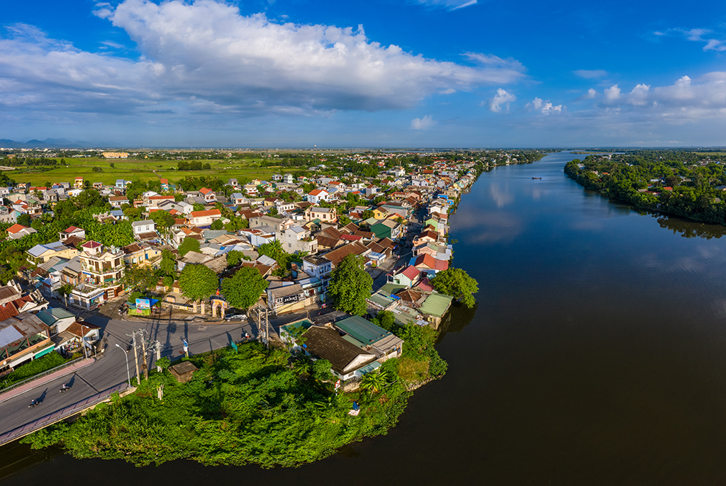 Houses by the riverside - a unique feature of Bao Vinh ancient town