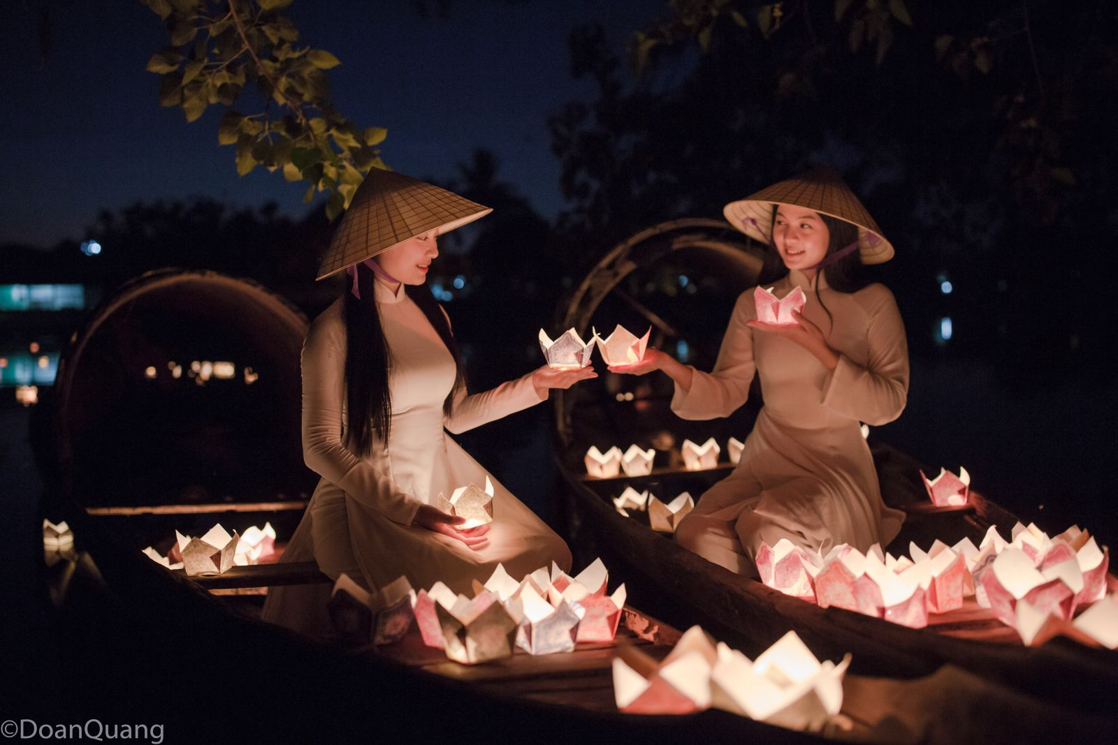 Hue girls release paper flower lanterns to pray for peace