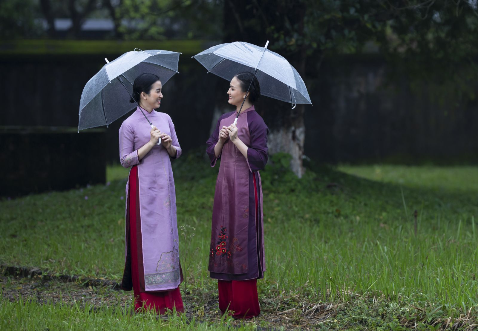 Ao dai of any color can make the wearer very gentle