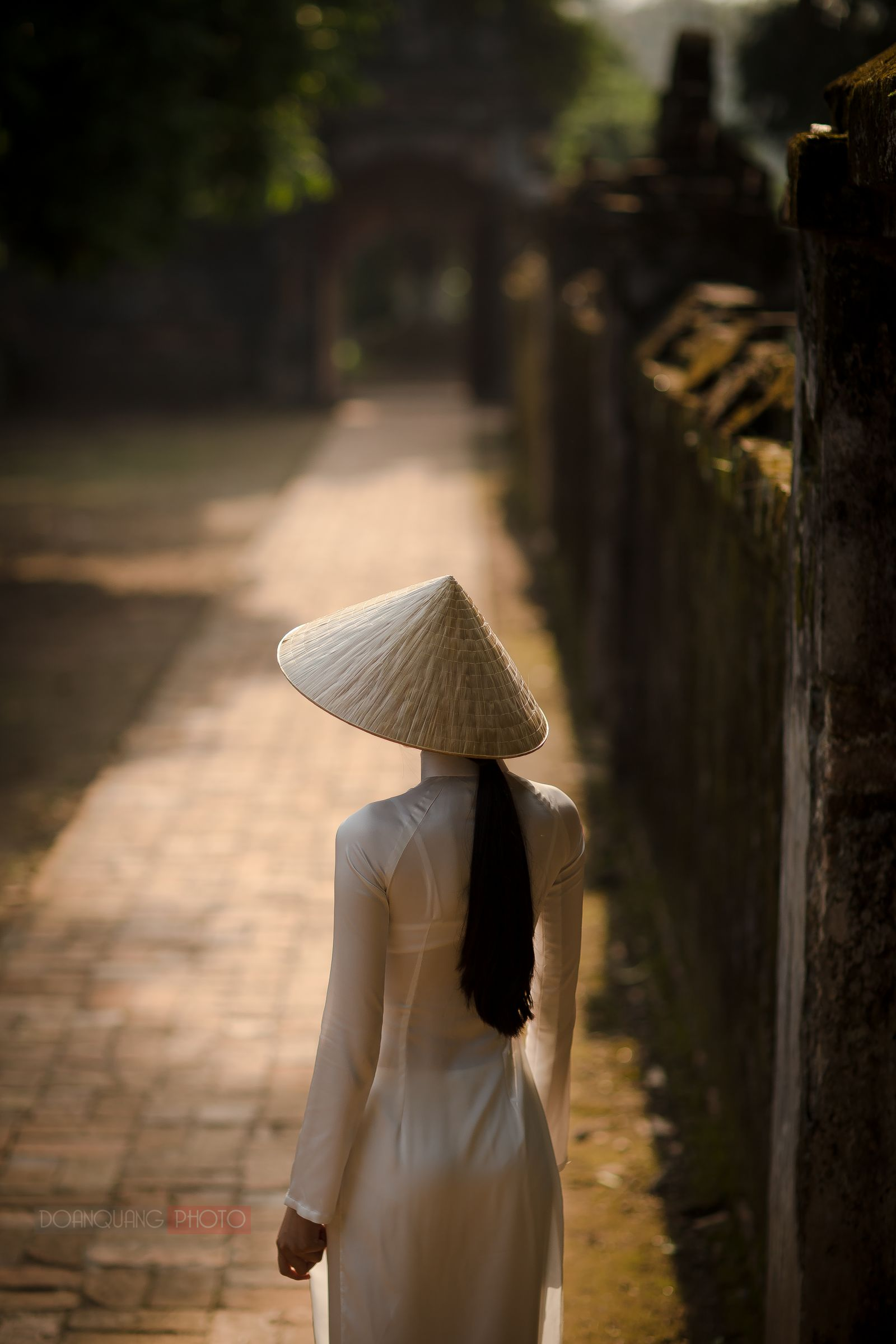 The figure of a girl in ao dai