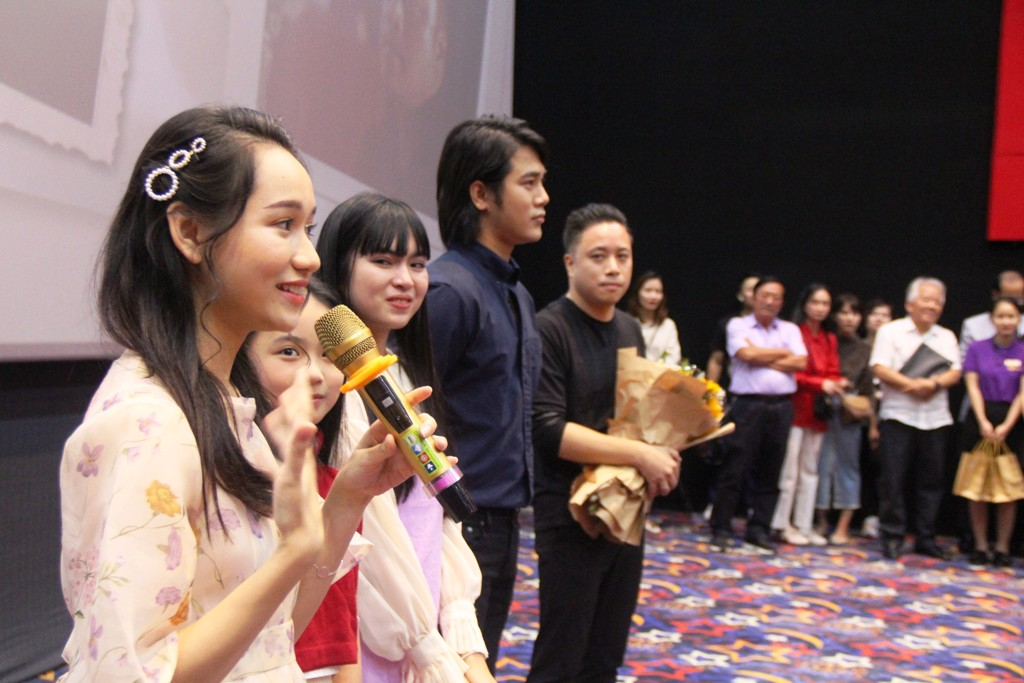 Truc Anh asked questions to the audience and some proved to be very knowledgeable. Some said they have seen the film three times already