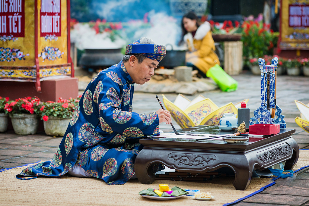 Writing calligraphy is performed at the festivals