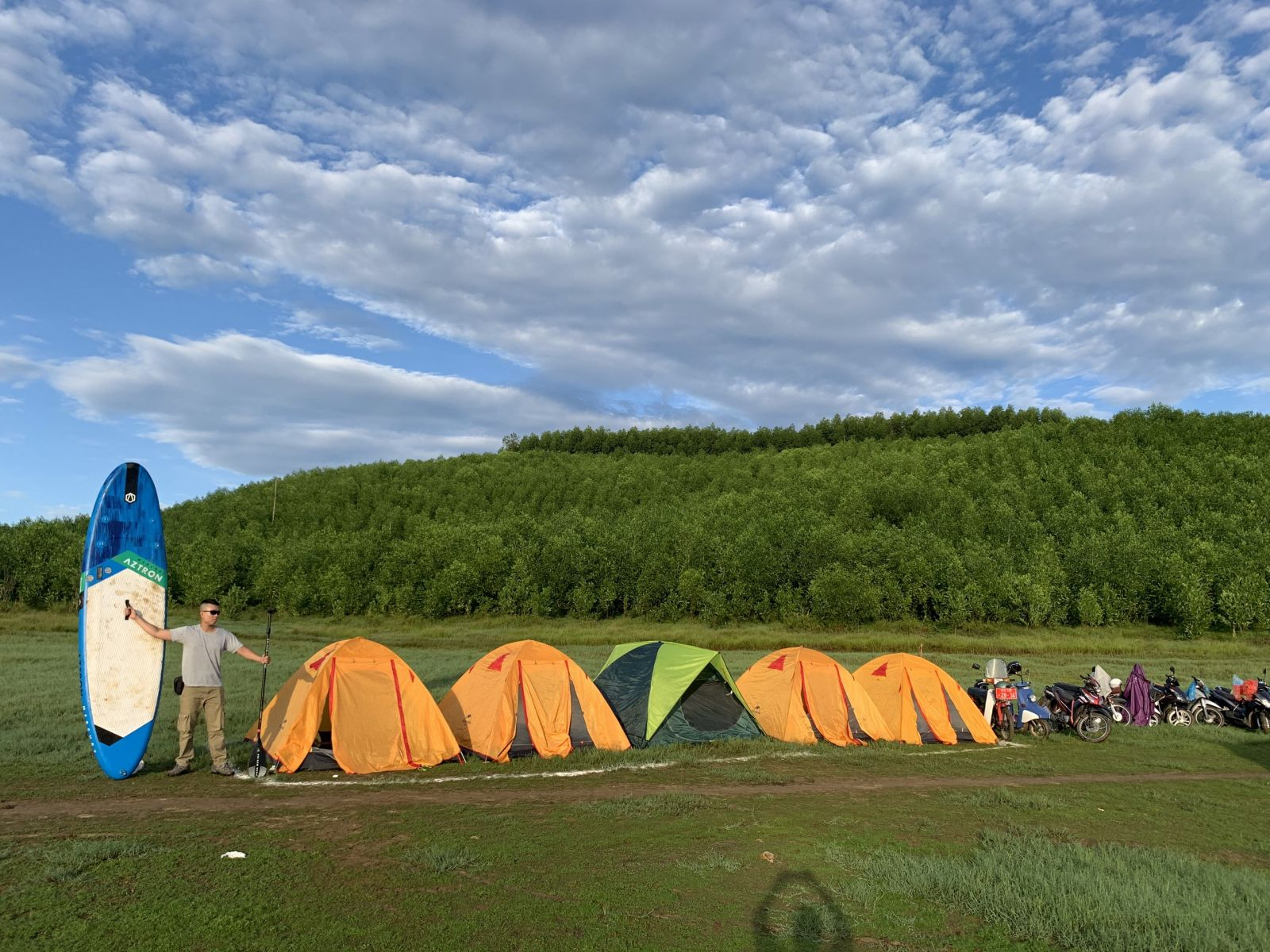 Camping and boating in Khe Rung Lake are the new experiences of the youngsters