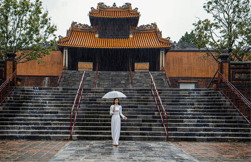 Royal tombs of Nguyen Emperor are the sightseeing destinations that cannot be missed when coming to Hue