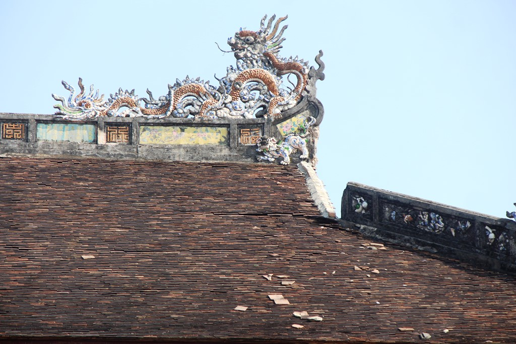 An section on the roof of Thai Hoa Palace has been collapsed