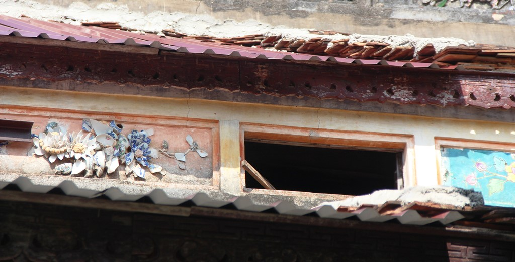 The outside cells of Thai Hoa Palace having been damaged and peeled off