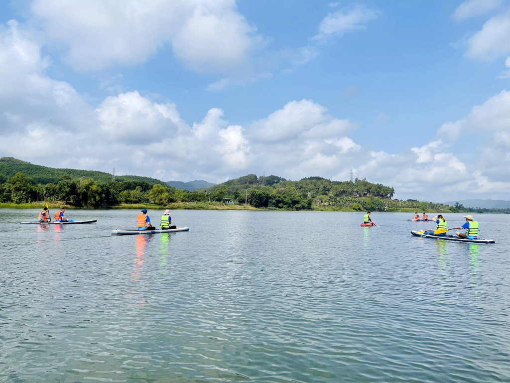 SUP rowing tour on the Huong river