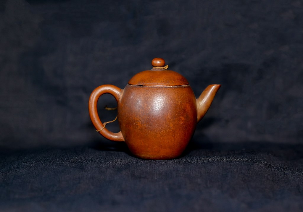 An over 500-year-old Manh Than teapot