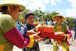 Reenacting the Thanh tra Offering Ceremony in the Royal Palace