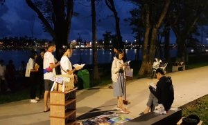 Bringing books to parks along Huong River