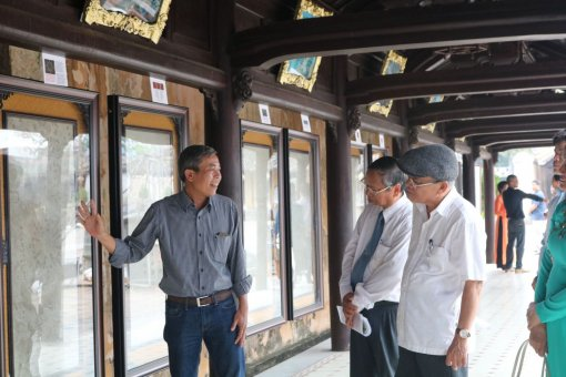 Poetry on Hue royal architecture through Truc Chi art