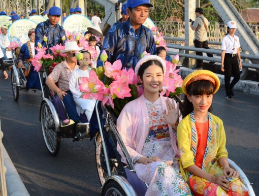 Hue City performs a rite to commemorate traditional craft predecessors