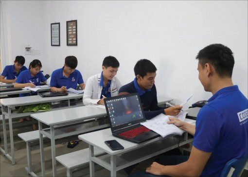 Programmers Training: solving the local human resources problem in Hue