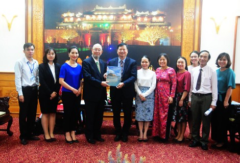 Vice Chairman Nguyen Dung meets with the Traditional Japanese Culture Manner Meister Association