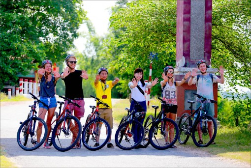 Riding smart bicycles to explore Hue city: Friendly tourism product
