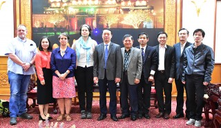 Vice Chairman of the Provincial People's Committee Phan Thien Dinh welcomed the Norwegian People's Aid
