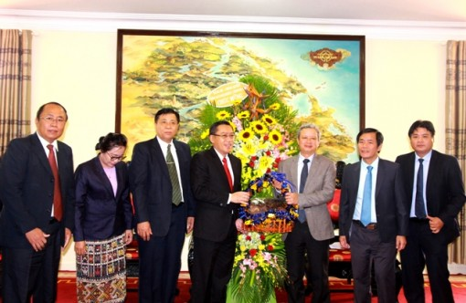 Hue City receives New Year greetings from the delegation of Savannakhet province