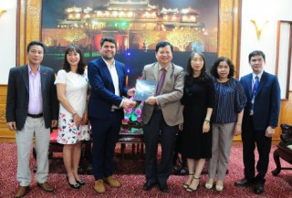"""Hue Help continues to support the project """"Swimming for Safety"""" for students in Hue"""