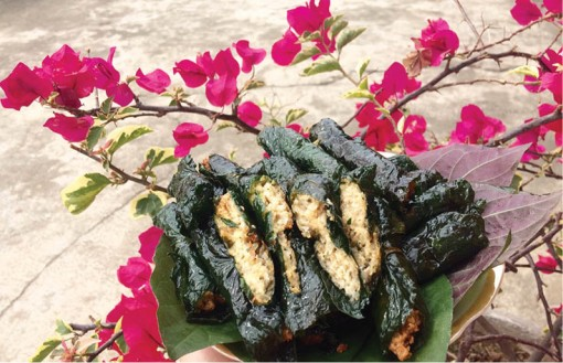 Oatmeal wrapped in wild betel leaves, a vegetarian dish of continuity