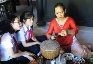 Learning and discovering relics at President Ho Chi Minh Memorial House
