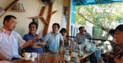 'Round-table discussion' drink tours in Hue