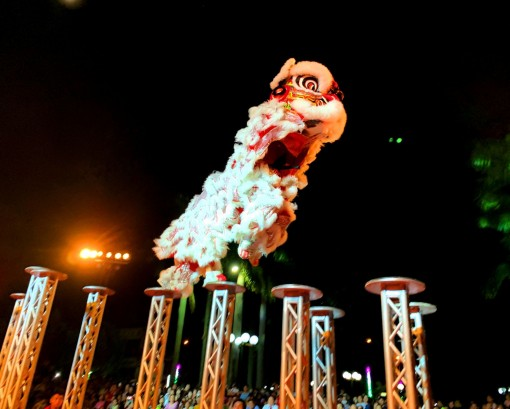 Thousands of people watched the unicorn, lion and dragon dance competition in Huong Thuy