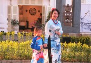 Putting Art of Painting onto Ao dai