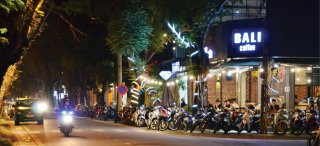 Logically tapping the service tourism streets around Dai Noi