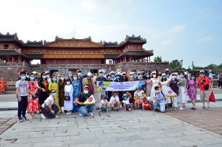 "The first time to welcome visitors to Hue on the ""charter"" train"
