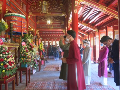 Incense offering ceremony for the death anniversaries of the Nguyen Emperors